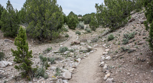 Redcliff reunion hiking path