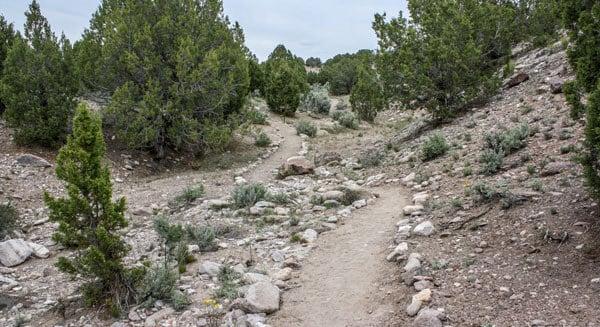 Redcliff reunion hiking path